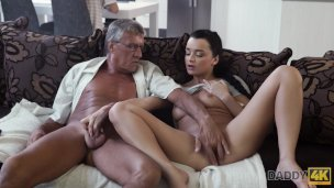 Daddy4k. Skillful Older Dude Controls To Plumb Comely Dark-haired On Couch